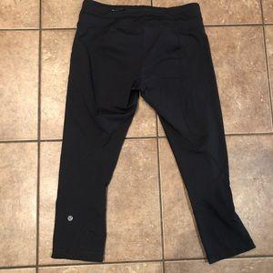 Lululemon black Capri leggings size 8 EUC